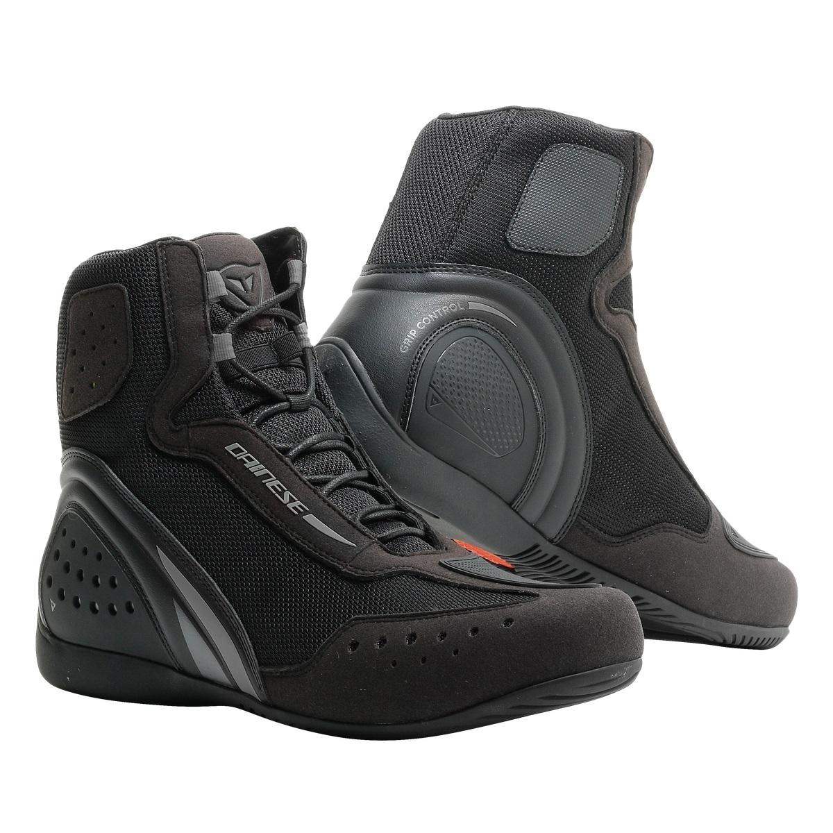 De bescherming van een laars en het uiterlijk van een schoen: de dainese motorshoe heeft het! de beschermende ...